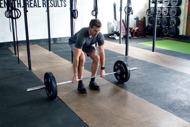deadlifting-for-runners-Step-1